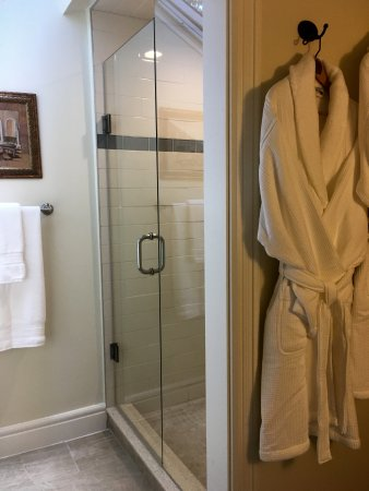 Dunnville, แคนาดา: 2 Bdrm Suite's Shower