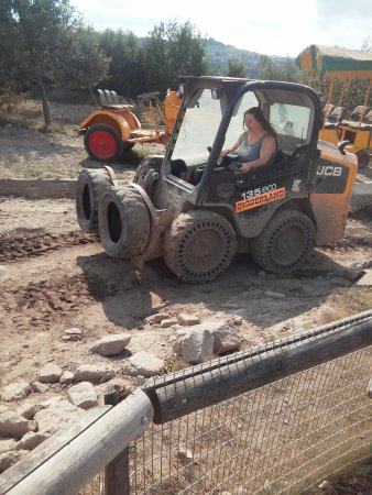 Strood, UK: wife on mini digger track