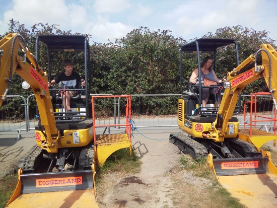 Strood, UK: catch a duck with hook on digger,