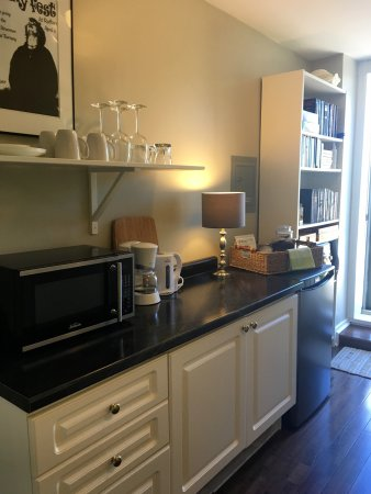 Dunnville, แคนาดา: 2 Bdrm Suite's Kitchenette