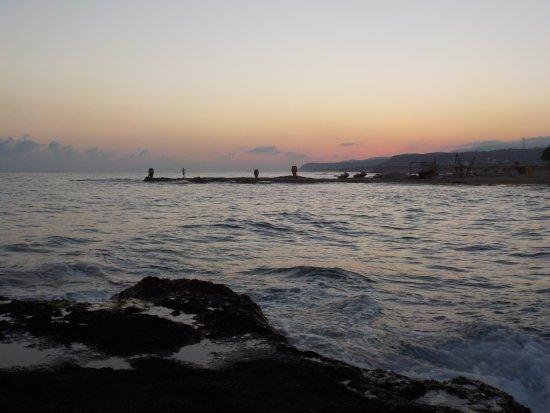 Strand Mit Sonnenaufgang Und Ruhiger See Bild Von Cretan Malia