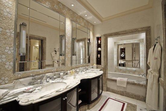 Canouan: One Bedroom Suite Bathroom