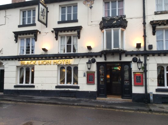 The Black Lion Restaurant: Good spot for a hearty meal when travelling the canal