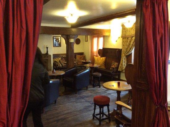 The Black Lion Restaurant: Nice cosy longe area