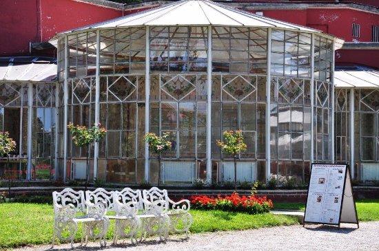 Beylerbeyi-Palast (Beylerbeyi Sarayı): café at the backyard
