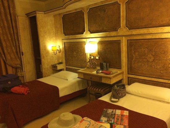 Veneto Palace Hotel Photo