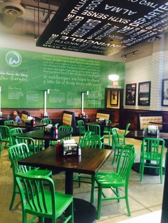 Lynnfield, MA: Self service seating area