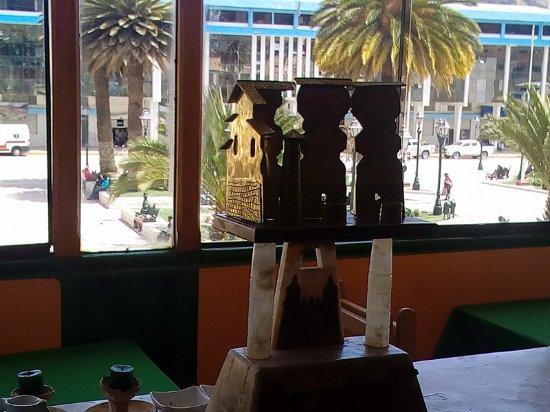 vista del restaurant hacia la plaza de armas de sicuani