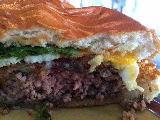 Littleton, Массачусетс: GRK burger with egg