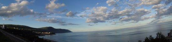 Saint-Simeon, Canada: Panorama from balcony of room 9