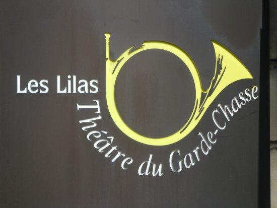 Les Lilas, France: Panneau sur la façade près de l'entrée