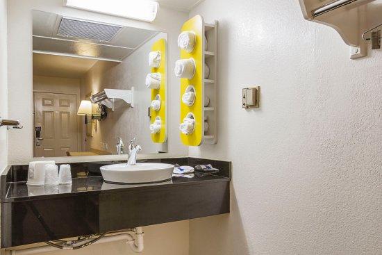 Motel 6 Mesa North : Guest Room