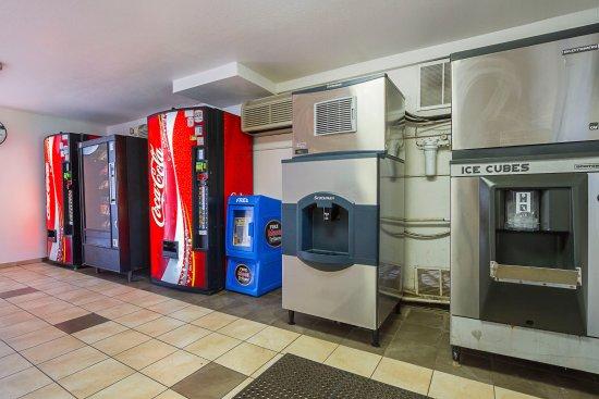 Motel 6 Mesa North : Vending