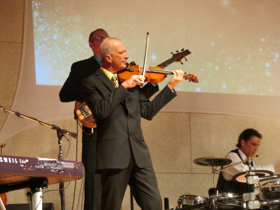 American Mountain Theater: Greg Thompson is an amazing performer. He can make a fiddle sing