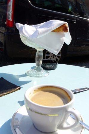 Sursee, Sveits: gratis croissants bij de (wel dure) koffie