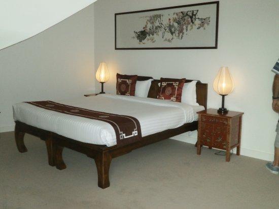 Tres Grand Lit Tres Confortable Avec En Plus Petits Lits - Tres grand lit design