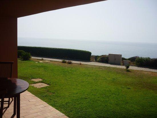 Porto Dona Maria Resort: Terrasse avec vue sur la mer.