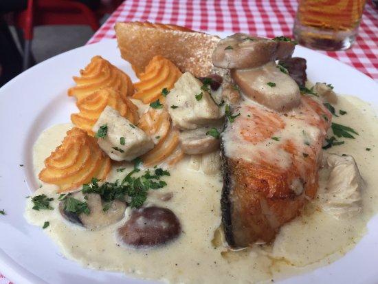 Rakoczi Restaurant : Salmon with something.