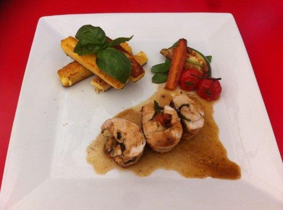 โซเฟียแอนติโปลิส, ฝรั่งเศส: Ballottine de volaille à l'italienne, frites de polenta et petits légumes frais