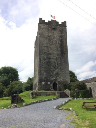 Corofin, Irland: Tower