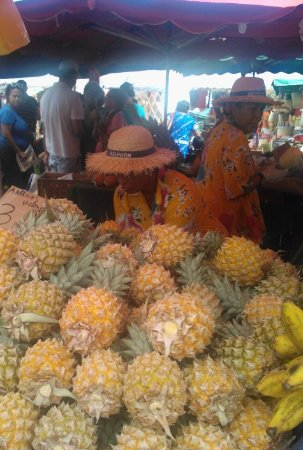 Saint-Paul, Νήσος Ρεουνιόν: venditrici folkloristiche