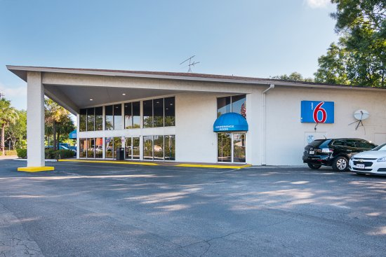 Motel 6 Tampa - Fairgrounds: Exterior