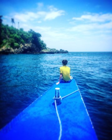 Malapascua Island, Filipinas: nephew enjoying the view of chocolate island as we approach