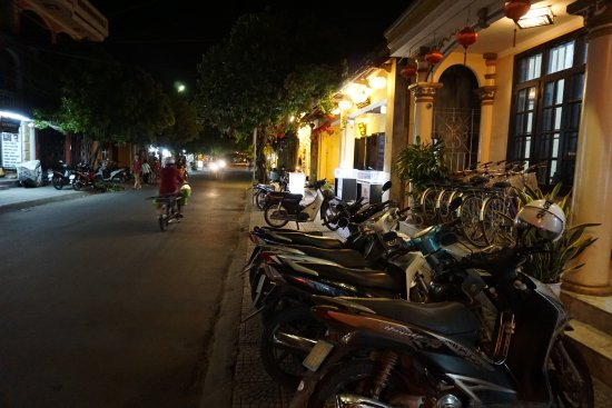 Huy Hoang River Hotel: Motorbikes for rent