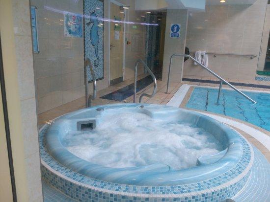 Stretton, UK: hot tub