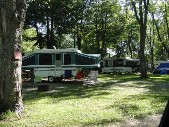 Volo, IL: Pop up camper on overnight site
