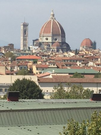 B&B Hotel Firenze City Center: Needed to lean out of window!
