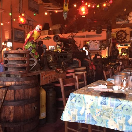 Matlacha, FL: Fun interior with lots of stuff to look at!