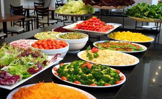Mesa de saladas foto de restaurante aspargus s o paulo for Mesa salada para cumple
