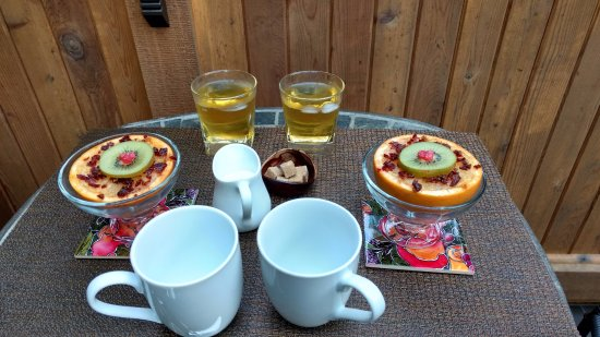 ‪‪Roberts Creek‬, كندا: Yummy first course of baked grapefruit with fresh juice and coffee‬