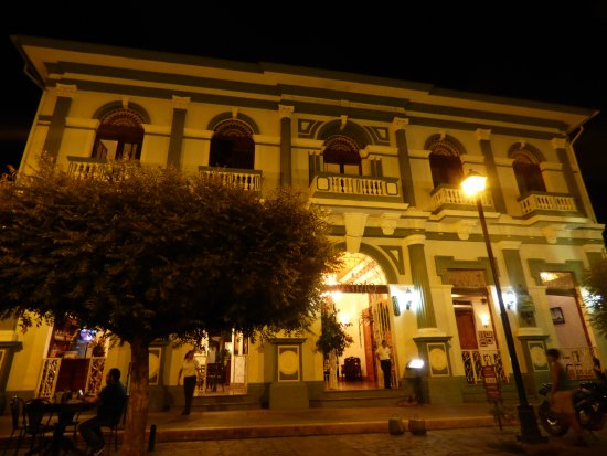 Hotel Dario: Hotel front at night