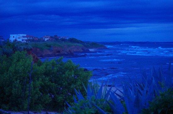 Playa Negra, Коста-Рика: Beach view after sunset