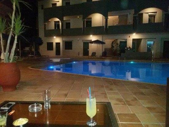Christina Beach Hotel: Για ποτάκι...