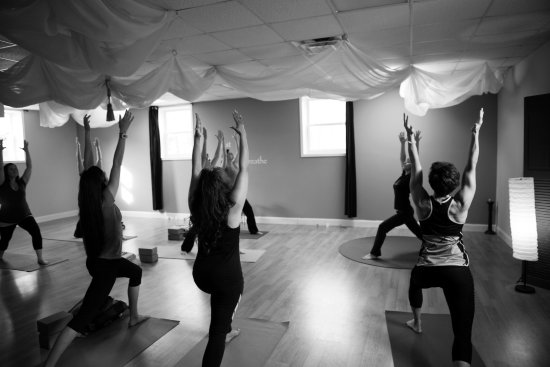 Pilot Mountain, Carolina do Norte: Weekly donation based yoga classes for all levels