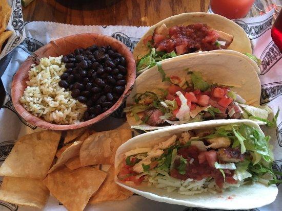 Belmar, Нью-Джерси: chicken and steak tacos