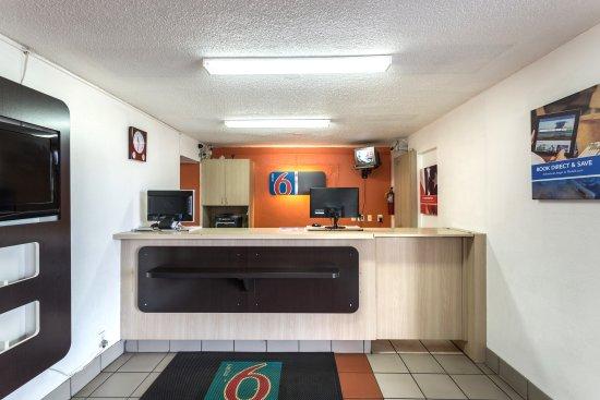 Motel 6 Evansville: Lobby