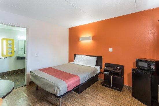 Motel 6 Evansville: Guest Room