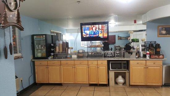 Americas Best Value Inn - Lynnwood / Seattle: Breakfast Area
