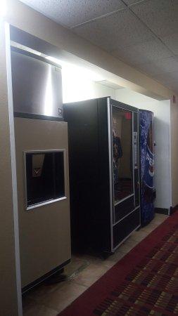 Sibley, IA: Vending machine and Ice machine