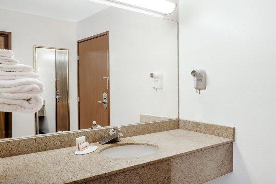 Dyersburg, TN: Standard Bath