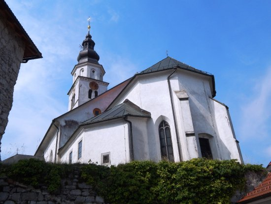 Cerknica, St. Mary's church: Church behind the walls