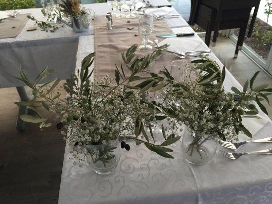 D co table mariage picture of l 39 auberge de la source for Auberge le jardin de la source