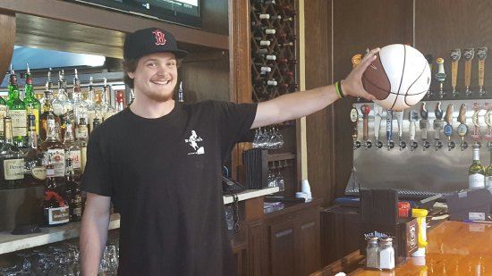 Northport, AL: Ty, the multi-talented bartender