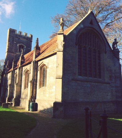 Thame, UK: Lovely in the sun and equally as beautiful in wintery seasons. A hidden gem just miles from Tham