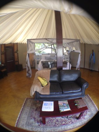 Lower Zambezi National Park, Zambia: Inside our casita