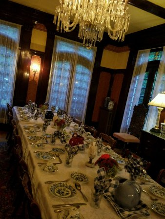 Portland's White House: Breakfast dining room.